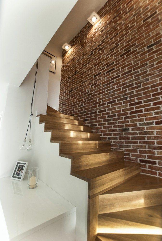 drewniane schody bez balustrady