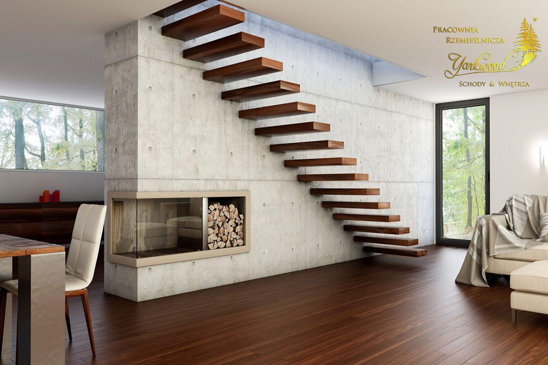 drewniane schody w salonie bez barierki