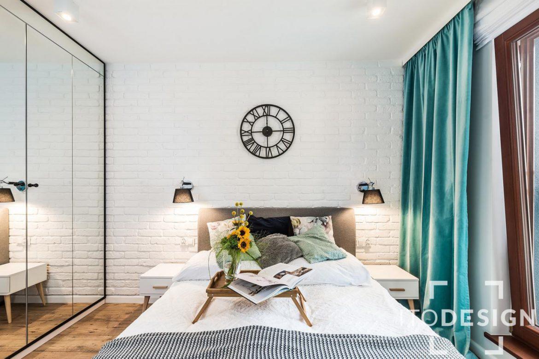 mała biała sypialnia nowoczesna