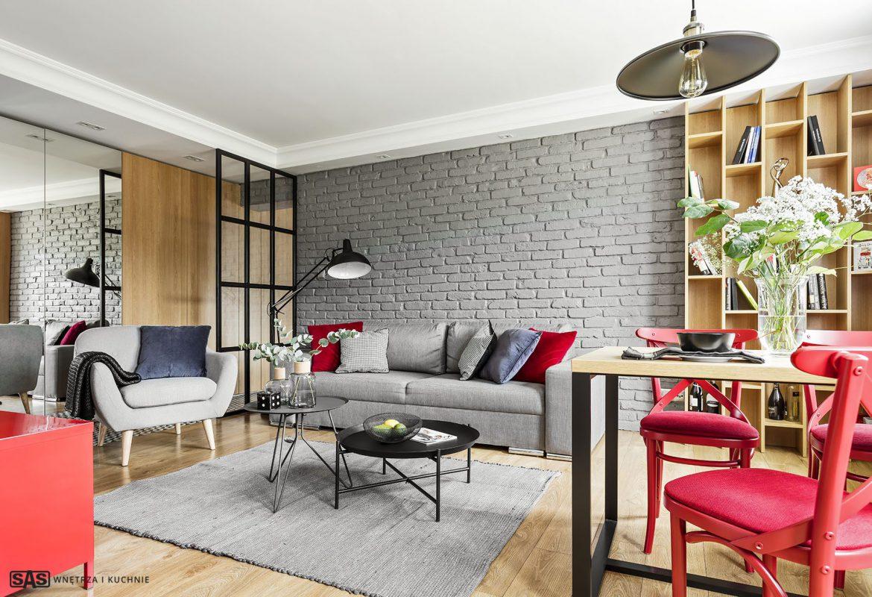 salon w stylu industrialnym z czerwonymi akcentami