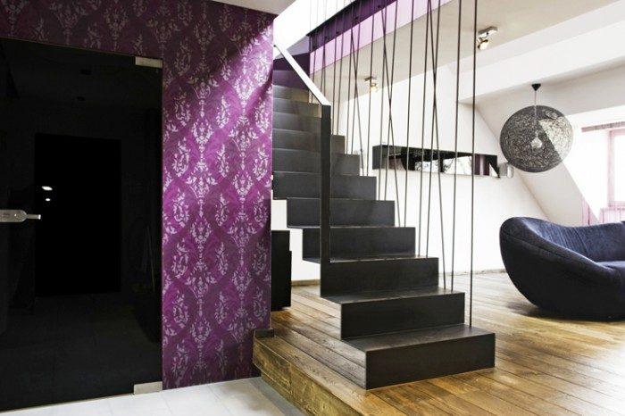 schody z balustrada sznurowa i tapeta