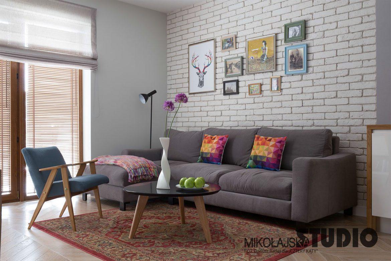 Modne ubrania Aranżacje salonu z zastosowaniem ściany z białej cegły - M-Mieszkanie BA23